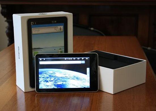 aPad iRobot с ОС Android включен и вынут из коробки